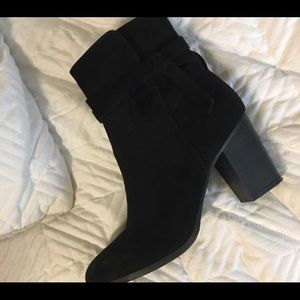 38919d9257b35 Black ankle boots.  45  50. Size  7.5 · New York   Company